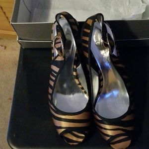 Jessica Simpson opened toe heels